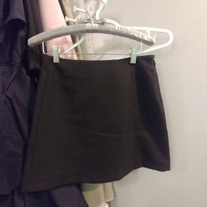 Aritzia Babaton skirt size 0 in like new condition